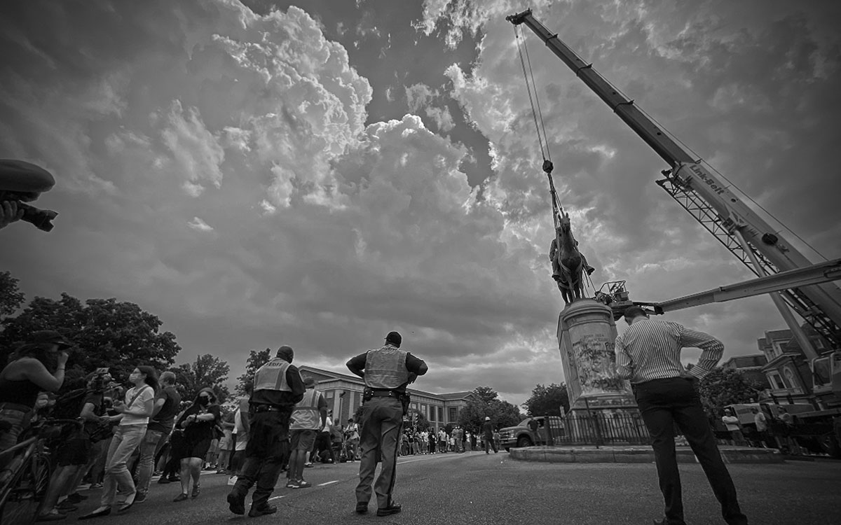 2020/Mk17b - Removal of the Stonewall Jackson memorial on Monument Ave. in Richmond Va